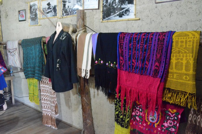 Items for sale at Tecnica Ikat Macana